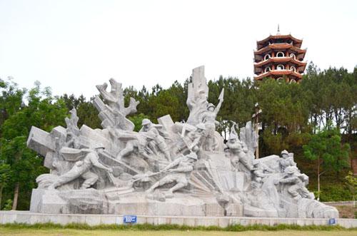 Cho thuê xe 35 chỗ đi tour Hà Nội - Ngã ba Đồng lộc - Đền ông Hoàng Mười - quê Bác