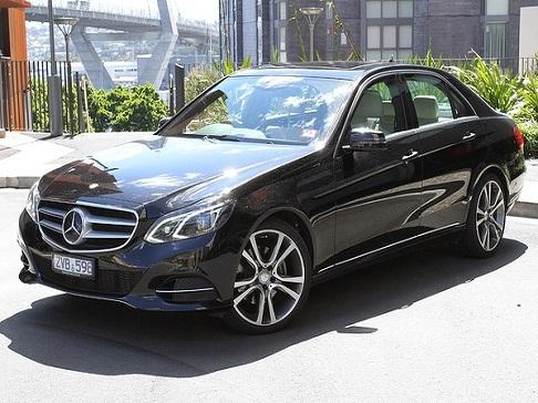 Xe đón tiễn sân bay Mercedes E300